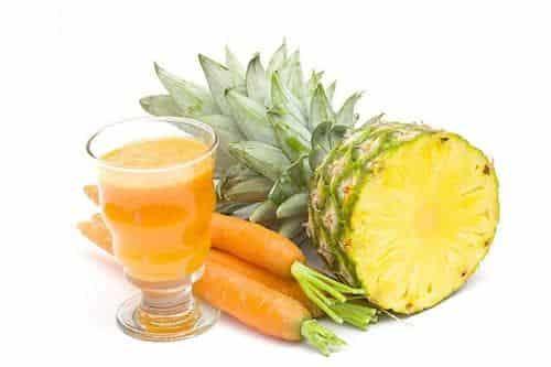 Suco detox de cenoura com abacaxi