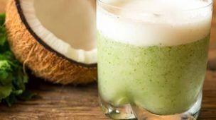 suco detox agua de coco com gengibre